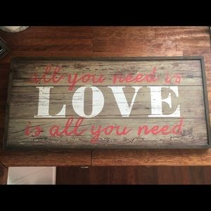 Pier 1 All you need is Love Sign